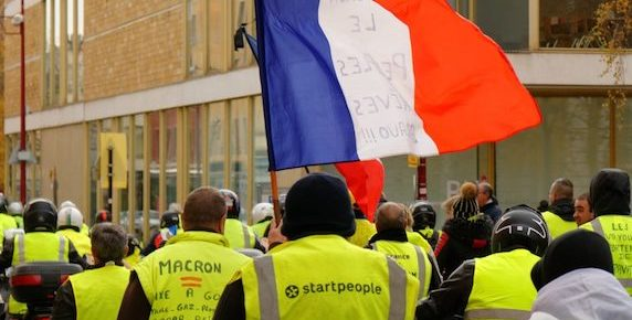 Yellow Vests Plan Large Protest Against Usury Outside Rothschild Bank in Lyons